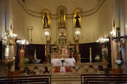 Interior de la iglesia San Francisco de Asís. Fue el primer templo franciscano que tuvo la ciudad de La Plata.