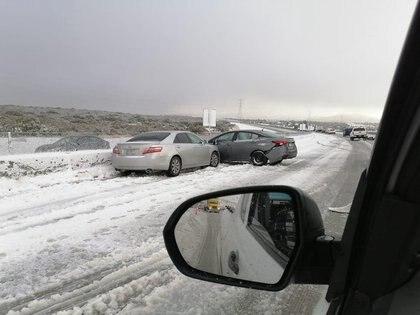 Debito a este choque decidieron cerrar la carretera para evitar más incidentes Foto: (Twitter claudialara29)