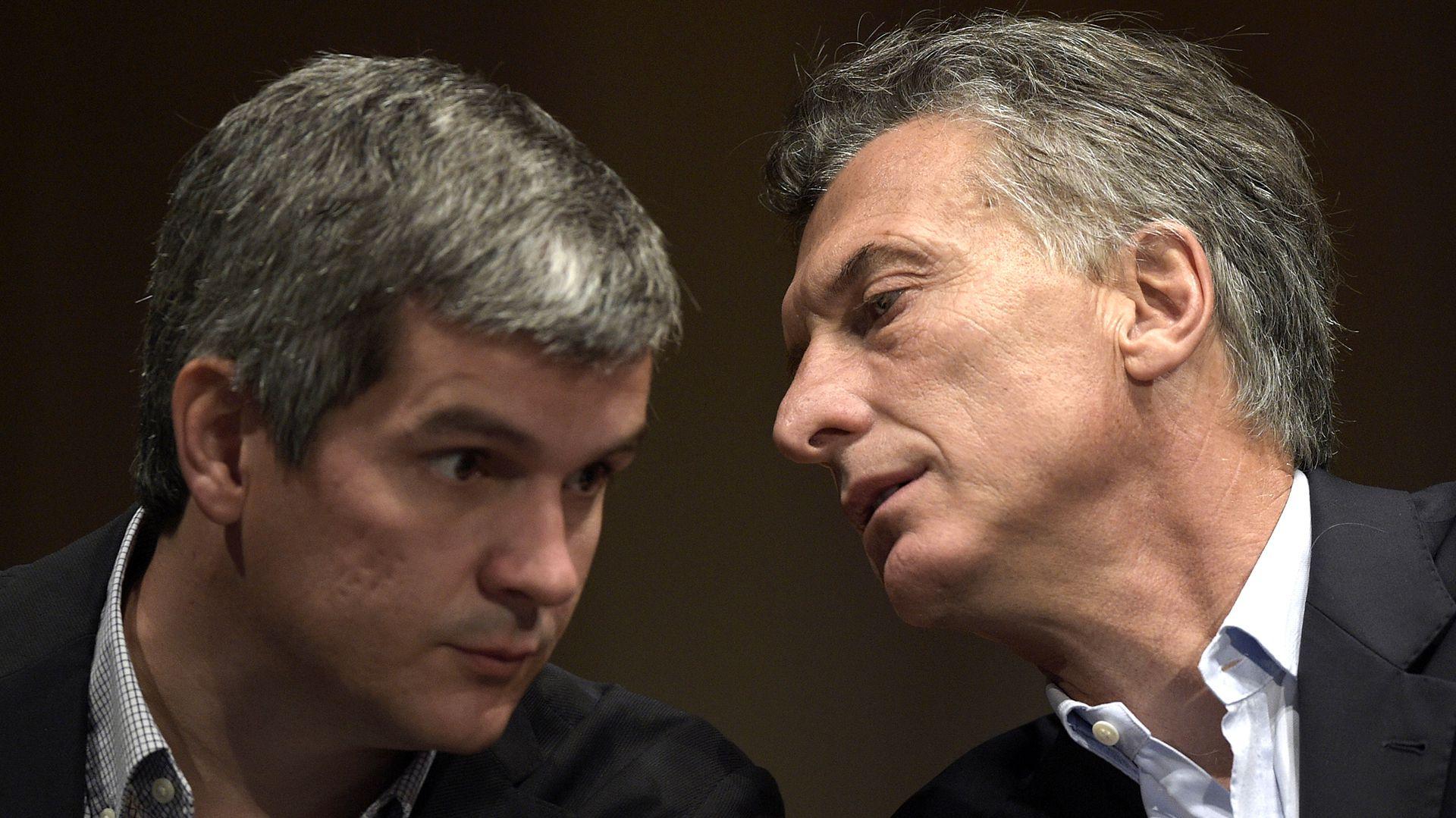 Marcos Peña y Mauricio Macri: amigos personales y socios políticos que buscan permanecer en la Casa Rosada hasta 2023. (AFP)