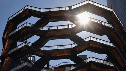 Es una larga escalera en espiral que no conduce a nada (AFP)