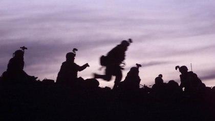 Soldados estadounidenses de 10th Mountain Division se alistan para enfrentar a un grupo remanente de Al Qaeda que opera junto a los talibanes en Afganistán. AFP/ David MARCK.