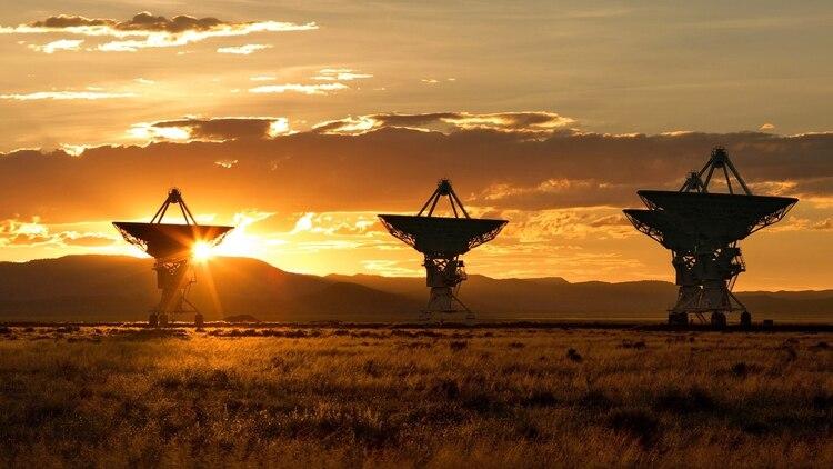 Las antenas de radiotelescopios apuntan a los cielos y buscan una señal extraterrestre en Rusia (AP)