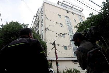 De los edificios dañados, uno está en demolición, otro en reconstrucción tras el sismo del pasado 2017 y un tercero en desalojo Foto: REUTERS/ Carlos Jasso