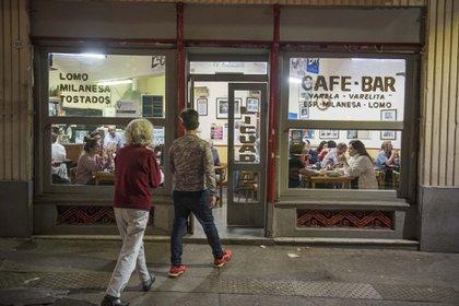 El bar tiene entre su público a escritores y artistas de varias generaciones
