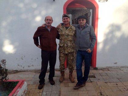Cnl. Zanella, Gral. Navarro y Cap. Chanampa hoy. Los dos primeros fueron los dos Subtenientes del Grupo de Artillería Aerotransportado 4 de Córdoba, que lucharon a sus órdenes en Darwin-Pradera del Ganso en mayo de 1982