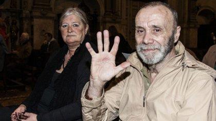 Portal y una de sus últimas fotos junto a su esposa, Lucía (Foto: Adrián Escandar)
