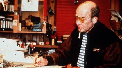 Hunter. S. Thompson, periodista y escritor, en su cabaña Owl Farm en Aspen, Colorado, en 1998 (Neale Haynes/Shutterstock)