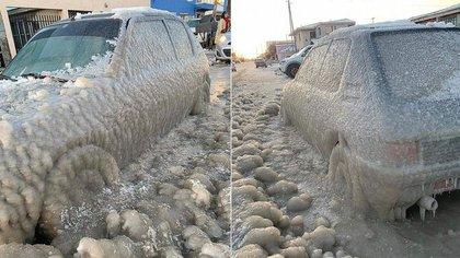 La imagen de un auto atrapado por el hielo, después de la ola de frío polar en Río Grande