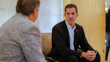 Juan Guaidó en la entrevista con Infobae (Nicolás Aboaf)