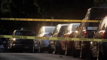 CUERNAVACA, MORELOS, 16NOVIEMBRE2019.- Un hombre, que viajaba en un automóvil modelo Avanza, fue asesinado a tiros cuando circulaba por la avenida Teopanzolco en la colonia del mismo nombre durante esta tarde. La víctima manejaba su auto acompañado por otro hombre que resultó levemente herido.  Personal de la Policía de Morelos acordonó la escena del crimen en espera de la llegada de los investigadores de la Fiscalía de Morelos. En la mañana, en el sur del estado, dos policías fueron asesinados en el crucero de Michapa, municipio de Coatlán del Río, en un ataque perpetrado por tres sujetos que se llevaron las armas de los efectivos policíacos. FOTO: MARGARITO PÉREZ RETANA /CUARTOSCURO.COM