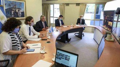 Alberto Fernández y su gabinete durante la última videoconferencia con los 24 gobernadores