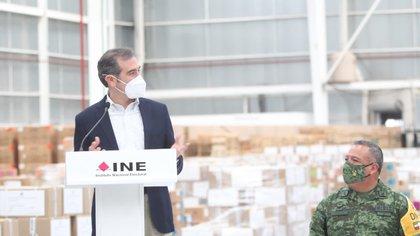 INE: inició la distribución de la documentación electoral bajo el resguardo de las fuerzas armadas