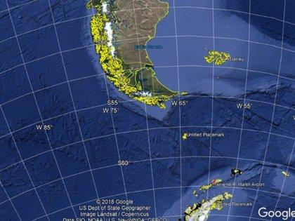 En amarillo el punto de impacto. En rojo el aeropuerto de llegada. Para llegar a destino faltaban aproximadamente 500 kilómetros, es decir una hora de vuelo dependiendo de las condiciones del viento (Elaboración de Infobae)