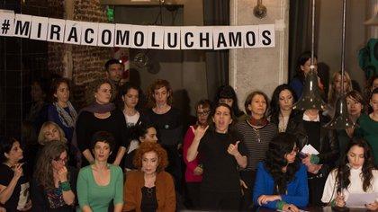 Thelma Fardin, a la derecha, junto a sus compañeras de Actrices Argentinas. Su lucha es contra todas las formas de violencia hacia las mujeres (Adrián Escandar)