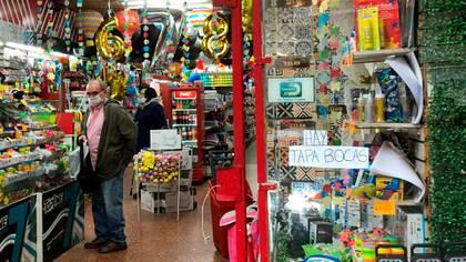 Un local comercial en Montevideo durante la reapertura progresiva (Catalina Weiss)