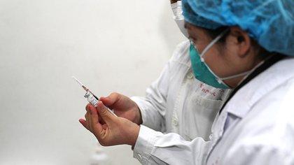 China dice estar preparada para comenzar a fabricar la vacuna a gran escala