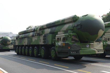 Una formación de misiles nucleares estratégicos intercontinentales Dongfeng-41 en Beijing (Xinhua /Reuters/archivo)
