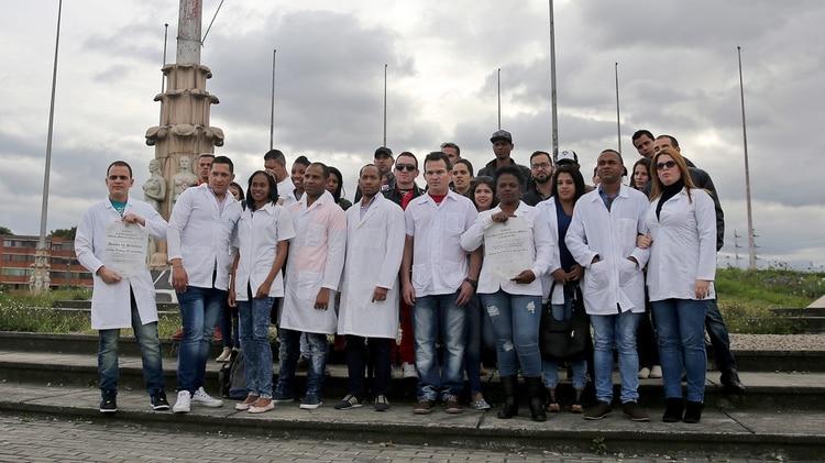 Algunos integrantes de las misiones médicas que viajan a otros países han desertado con la esperanza de llegar a EEUU (Foto: EFE)