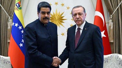 Erdogan con Maduro, en octubre de 2017 (AP)