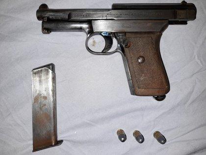 La pistola secuestrada por la DDI de La Matanza