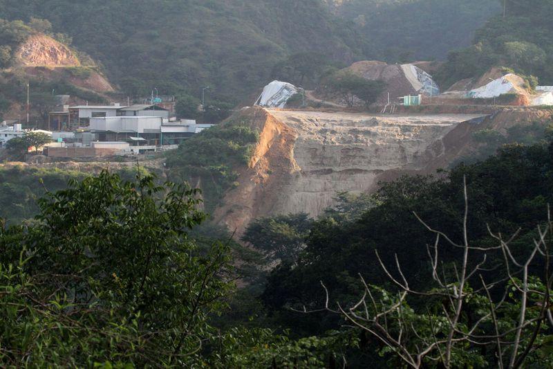 FOTO DE ARCHIVO: Vista general de la mina de oro y plata 'Dos Señores' en Concordia, en el estado mexicano de Sinaloa, 17 de octubre de 2014. REUTERS / Stringer / Foto de archivo