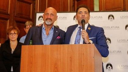 """Gustavo Sofovich y Mariano Iúdica en el reconocimiento que recibió """"Polémica en el Bar"""" en la Legislatura porteña (Nicolás Aboaf)"""