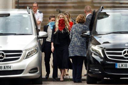 La actriz Amber Heard a su llegada ala corte británica este jueves 23 de junio Foto: (REUTERS/Peter Nicholls)