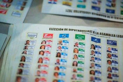 Una vista de las boletas electorales luego de los comicios municipales y parlamentarios en San Salvador, El Salvador. 28 de febrero de 2021. REUTERS/Jose Cabezas