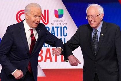 Imagen de archivo de Bernie Sanders y Joe Biden durante un debate del partido demócrata de cara a la elección del nominado del partido para la campaña rumbo a la Casa Blanca, en Washington, el 15 de marzo de 2020. REUTERS/Kevin Lamarque