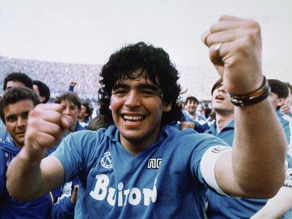 En 1989, Maradona fue una de las víctimas que sufrió el robo al Banco Provincia de Nápoles (AP Photo/Massimo Sambucetti, File )