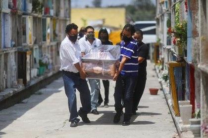 Fabricantes advirtieron una pronta escasez de ataúdes ante aumento de muertes por COVID-19 REUTERS / Edgard Garrido