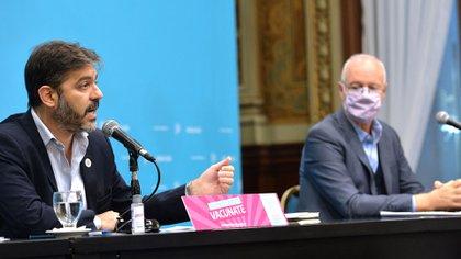 """El gobierno bonaerense habló de la vacunación de Mauricio Macri: """"Ellos inoculan odio y nosotros amor"""""""