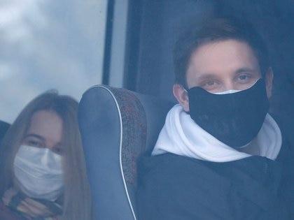 La imagen de algunos de los evacuados arribados a Kharkiv (REUTERS/Gleb Garanich)