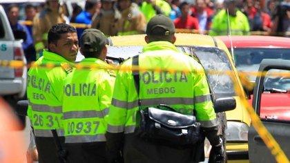 Altercado entre policías y habitantes de Bosa./TWITTER