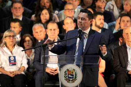 Carlos Vecchio, embajador venezolano en Estados Unidos por el gobierno interino del presidente Juan Guaidó (REUTERS/Eva Marie Uzcategui)