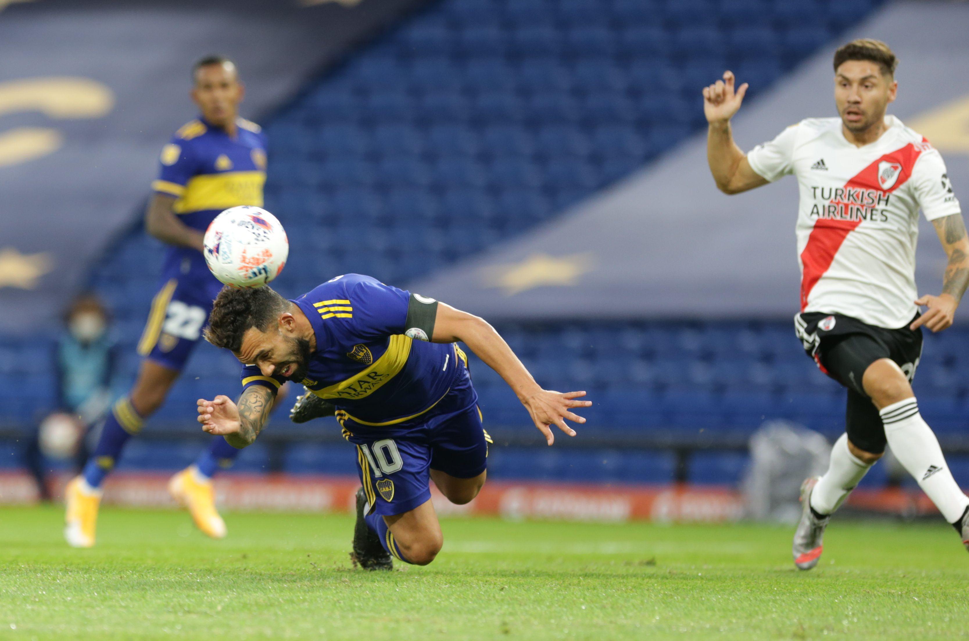 Tevez anotó un gol en el último Boca-River que se disputó en la Bombonera (Foto: Reuters)