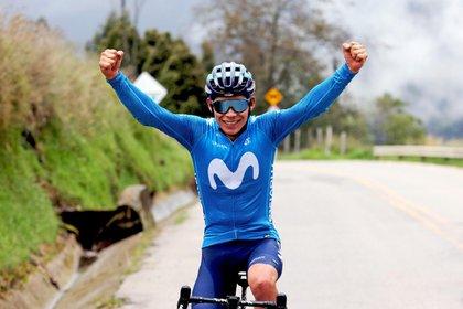 """Fotografía cedida hoy por el Movistar Team que muestra al ciclista colombiano Miguel Ángel """"Supermán"""" López durante una jornada de entreno en carreteras del departamento de Boyacá (Colombia). EFE/Movistar Team"""