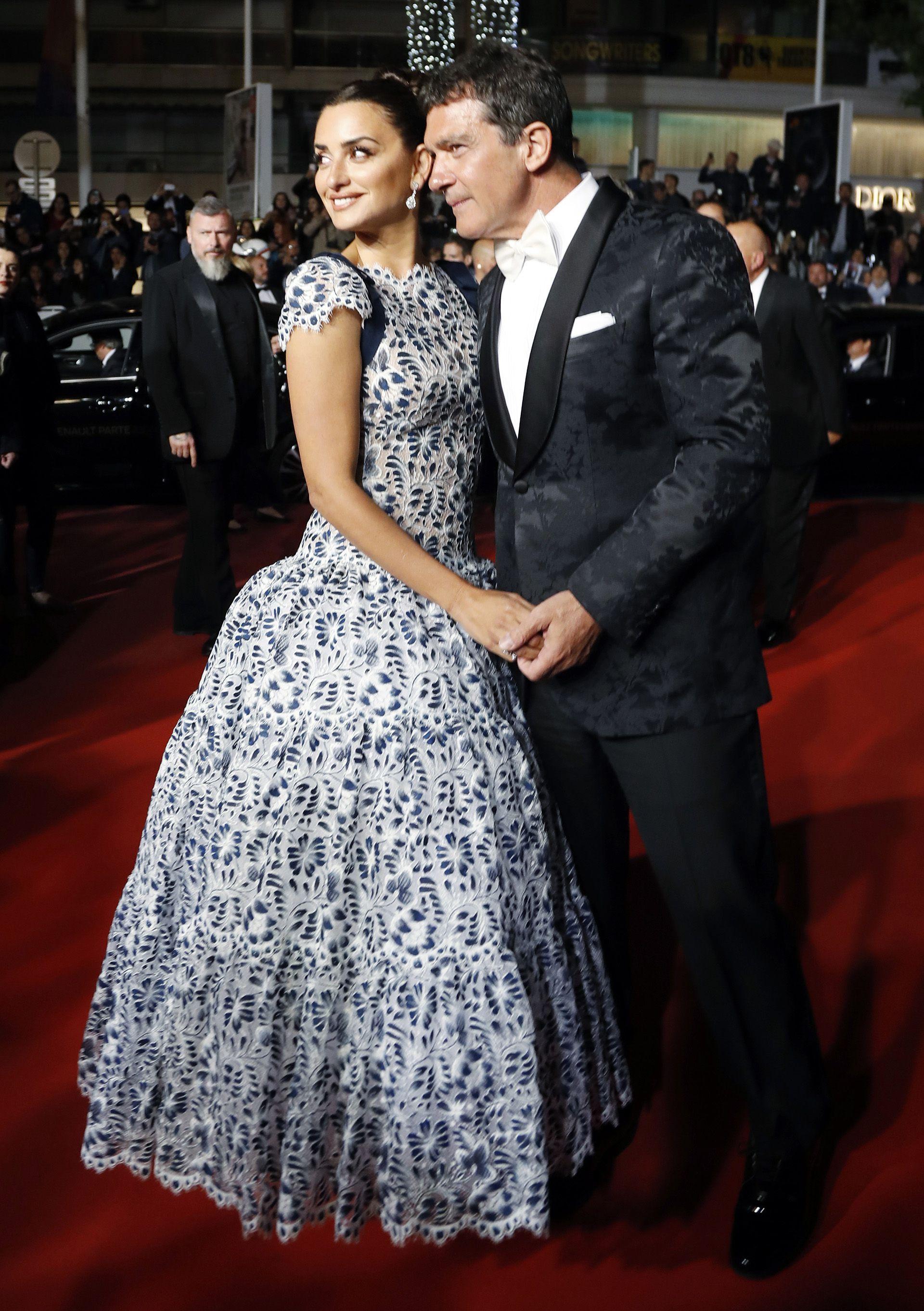 """Antonio Banderas y Penélope Cruz asistieron al estreno de """"Dolor y Gloria"""" en Cannes el 17 de mayo (REUTERS/Eric Gaillard)"""