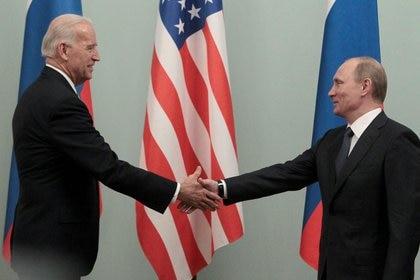 El presidente de Estados Unidos, Joe Biden, y su homólogo ruso, Vladímir Putin, en Moscú. Foto de archivo REUTERS/Alexander Natruskin