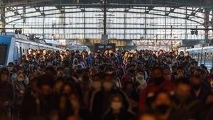 Así se viaja en trenes y colectivos el primer día de restricciones