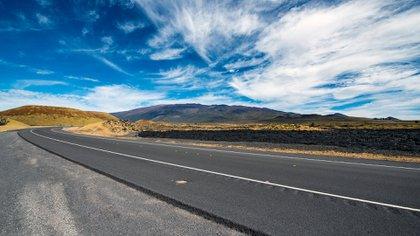 Saddle Road o Route 200, atraviesa Hawai desde la costa de Kona hasta el lado tropical de Hilo
