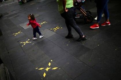 Pese a que acabó la Jornada Nacional de Sana Distancia, las autoridades recomiendan a la ciudadanía mantener distanciamiento social (Foto: Reuters/Edgard Garrido)