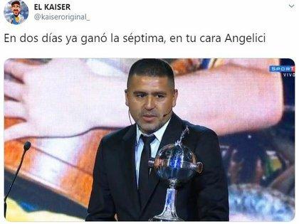 """""""En dos días, ya ganó la séptima, en tu cara Angelici"""", fue uno de los memes por el premio que recibió Riquelme de manos de Alejandro Domínguez"""