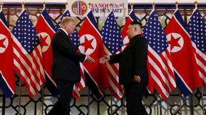 El presidente de Estados Unidos Donald Trump junto a Kim, en febrero en Vietnam(Reuters)