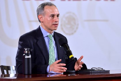Hugo López-Gatell, mientras habla durante la conferencia de prensa para informar sobre la pandemia, en Ciudad de México (Foto: EFE/Presidencia de México)