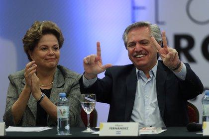 La ex presidente del Brasil Dilma Rousseff y el presidente argentino electo, Alberto Fernández, en el encuentro del Grupo de Puebla, en Buenos Aires