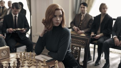 THE QUEEN'S GAMBIT (L to R) ANYA TAYLOR as BETH HARMON in THE QUEEN'S GAMBIT. Cr. CHARLIE GRAY/NETFLIX © 2020