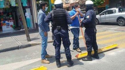Peor que en Puebla: policías detuvieron a jóvenes que quisieron quitar la ciclovía de Toluca
