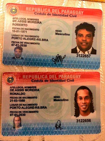 Las cédulas apócrifas que utilizaron Ronaldinho y su hermano (Foto: @MinPublicoPy)