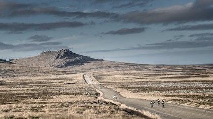 El duro camino hacia Puerto Argentino, en medio del paísaje agreste de Malvinas